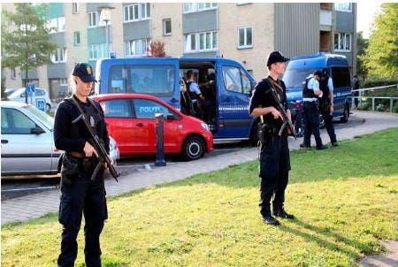 Photo of الدنمارك تمنع 5 دعاة إسلاميين وقسا من دخولها