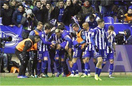 Photo of ألافيس يكشف الزي الرسمي الذي سيواجه به برشلونة