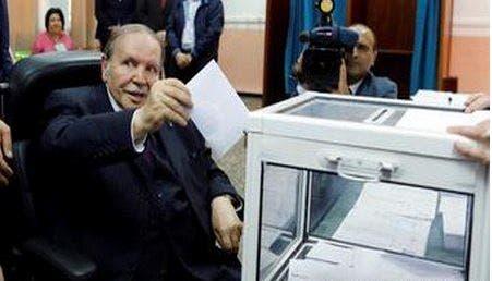 Photo of بوتفليقة يدلي بصوته على كرسي متحرك في الانتخابات التشريعية