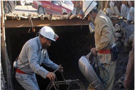 Photo of حصار العشرات داخل منجم بعد انفجار قوي