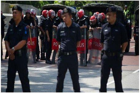 "Photo of ماليزيا توقف تركيين بسبب ""تهديدات أمنية"""