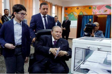 """Photo of حزب """"الأوراق الملغاة"""" يتصدر انتخابات الجزائر"""