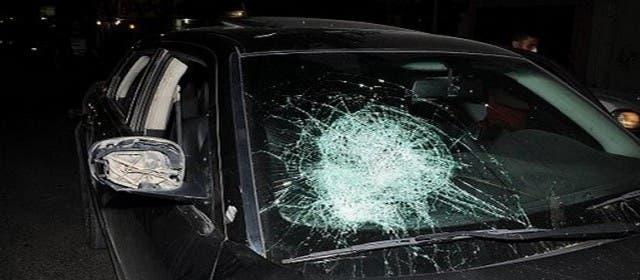 "Photo of كسروا 3 سيارات .. 4 ""مشرملين"" يحدثون فوضى بالحي المحمدي"