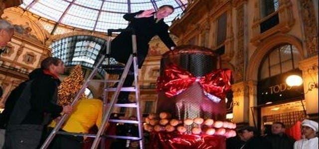 Photo of سكان إيطاليا يتذوقون أضخم كعكة من إعداد مغربي