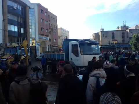 Photo of سلطات سطات تحرر الشوارع والخضارة يحتجون