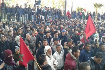 "Photo of ساكنة جرادة تخرج من جديد وتردد ""لا للعسكرة"" و""الموت ولا المذلة"""