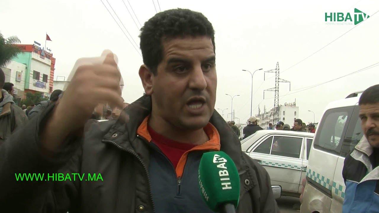 "Photo of ""كازا نيكرا"" : سائق ""تريبورتور"" يعتدي على سائق طاكسي والطاكسيات يحتجون باغلاق الطريق"