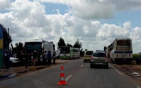 Photo of يحدث بالمغرب.. توقيف حافلة خالفت القانون يدفع باقي الحافلات للاحتجاج