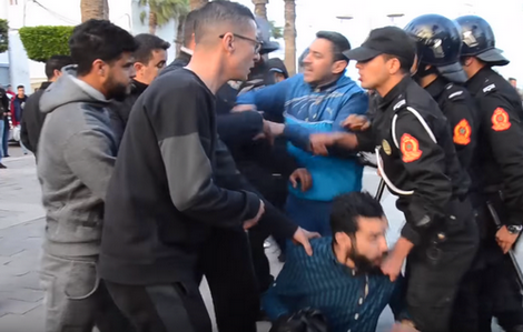 Photo of الأمن يفرق وققة تضامنية لنشطاء بالناظور مع حراك جرادة