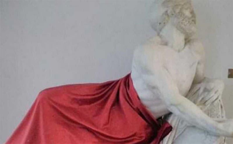 Photo of مغربي يثير غضب الايطاليين بعد تغطيته لتمثال أثري