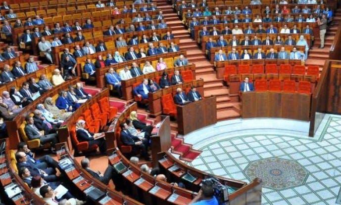 "Photo of لكيحل تسقط داخل البرلمان وتخاطب الحاضرين:""مارديتش بالي للدروج"""
