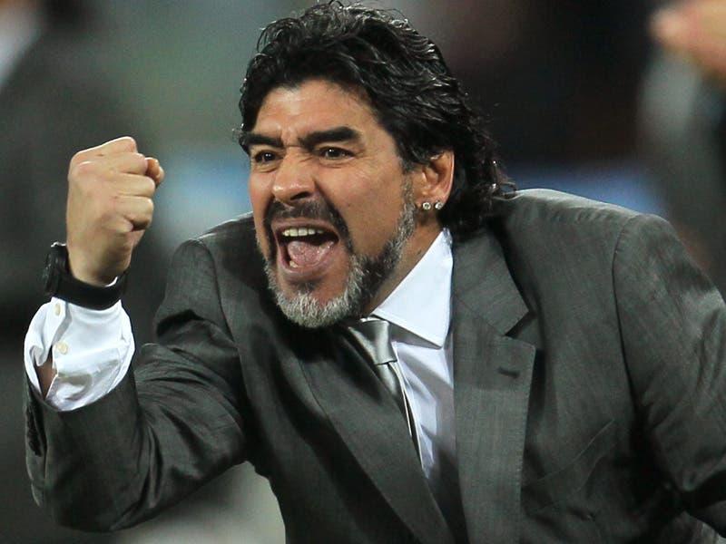Photo of مارادونا يشن هجوما حادا على مدرب الأرجنتين