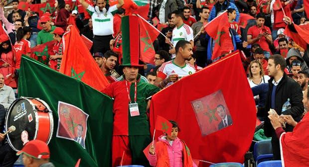 Photo of المغاربة يبعثون الأمل من الساحة الحمراء بموسكو ويدعمون الأسود