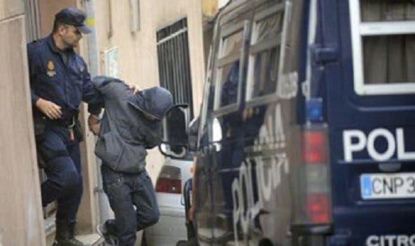 Photo of مهاجرين مغربيين يعتديان على شرطي إسباني أمام أنظار زوجته وطفله