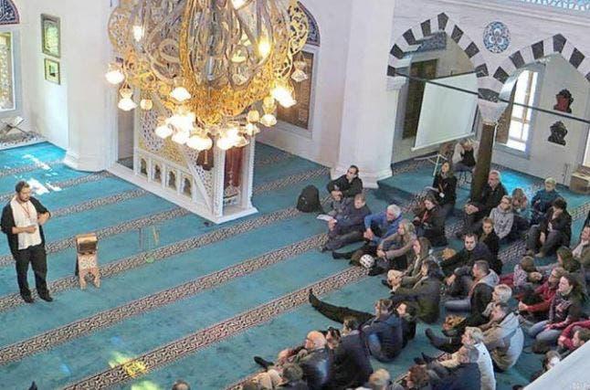 Photo of المحكمة تدين أبوين منعا ابنهما من زيارة مسجد