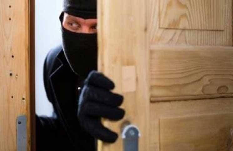 "Photo of طريف.. لص يقتحم منزلين لمعرفة كلمة سر ""الواي فاي"" !"