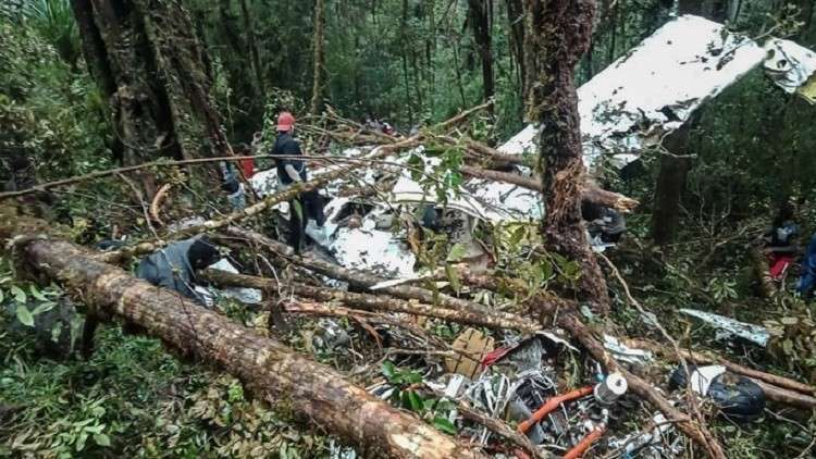 Photo of نجاة طفل بأعجوبة من حادث تحطم طائرة في أندونيسيا