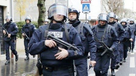 Photo of الشرطة الفرنسية تبحث عن سائق سيارة صدم بوابة مسجد
