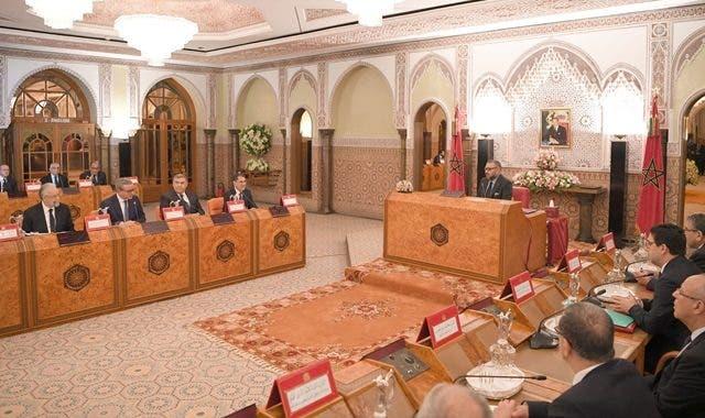 Photo of وزير المالية يتعهد أمام الملك بالتسديد الفوري لديون مقاولات القطاع الخاص والعام