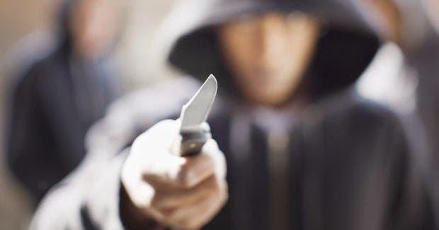 Photo of ملثمان يعرضان تلامذة في محيط ثانوية بأزمور للاعتداء والسرقة بالسلاح الأبيض