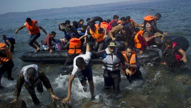 Photo of إنقاذ مركب مطاطي من الغرق كان يضم 37 مهاجرا مغربيا بطنجة