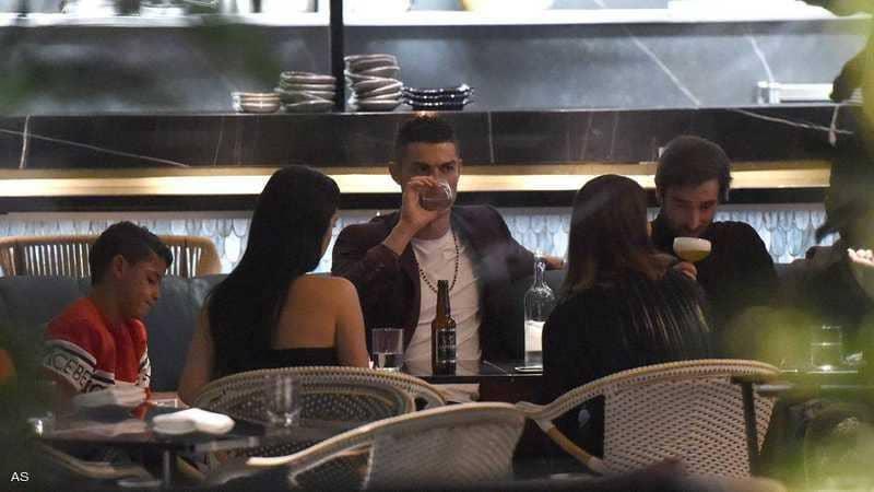 Photo of صحيفة: رونالدو وصديقته ينفقان 35 ألف دولار في 15 دقيقة