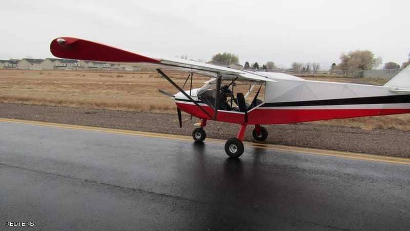 Photo of مراهقان يسرقان طائرة ويحلقان بها على طريق سريع