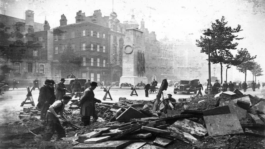 Photo of ميركل وماكرون يحتفلان بمرور قرن على نهاية الحرب العالمية الأولى