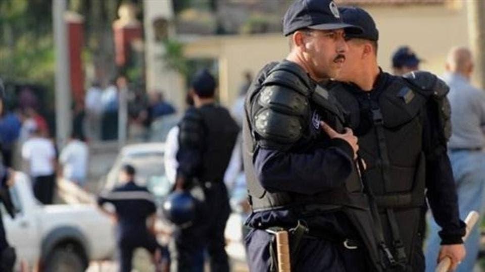 Photo of الجزائر.. تفكيك شبكة جندت أطفالا أفارقة لتمويل الإرهاب