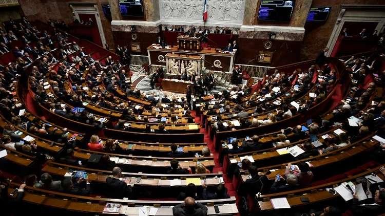 """Photo of فرنسا توافق على قانون يهدف لمحاربة """"الأخبار المزيفة"""""""