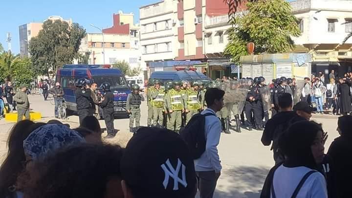 Photo of خريبكة : تلاميذ المؤسسات التعليمية يقاطعون الدراسة ورجال الحموشي يراقبون الوضع