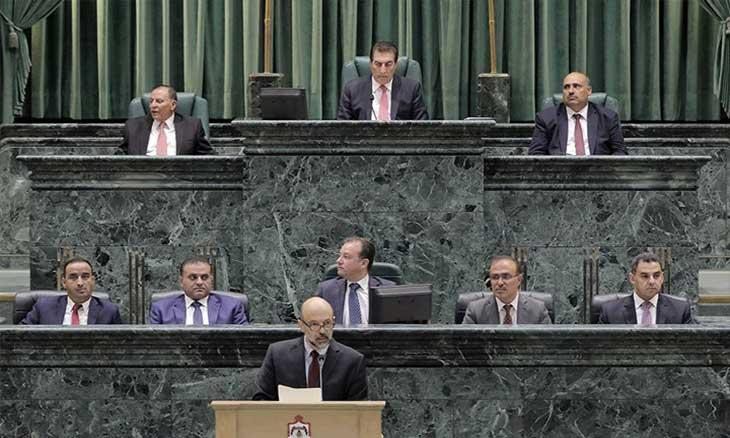 Photo of نائب برلماني يتساءل: «لماذا نعفي الملك من الضريبة؟»