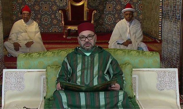 Photo of الملك يسلم 8 جوائز في القرآن والفكر الإسلامي والخط والزخرفة