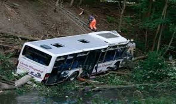 Photo of البيرو.. 7 قتلى بسقوط حافلة فريق لكرة القدم في هاوية
