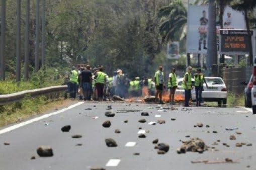 """Photo of احتجاجات """"السترات الصفراء"""" تصل إلى حنوب بلجيكا"""