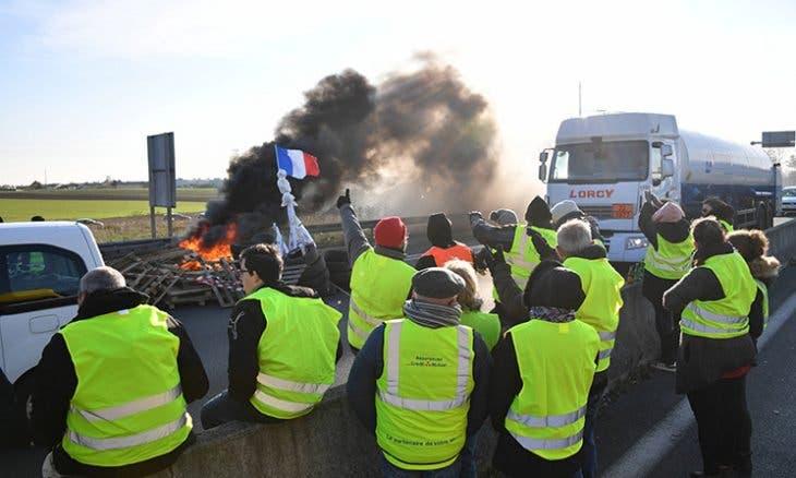 """Photo of حركة """"السترات الصفراء"""" باريس تستعد لمظاهرة مليونية !"""