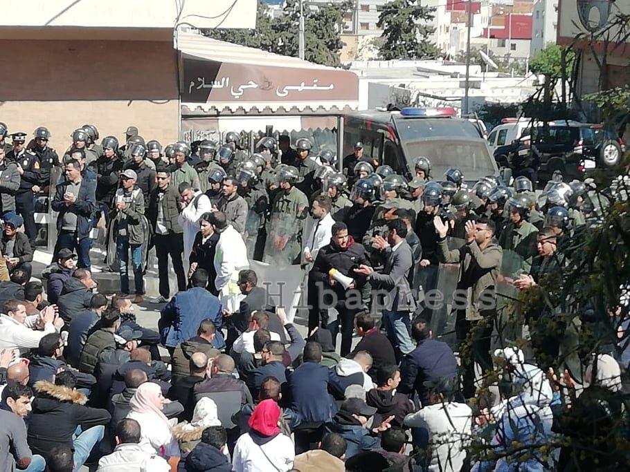 Photo of انزال أمني كبير لمحاصرة مسيرة للمتعاقدين بالحسيمة (صور)
