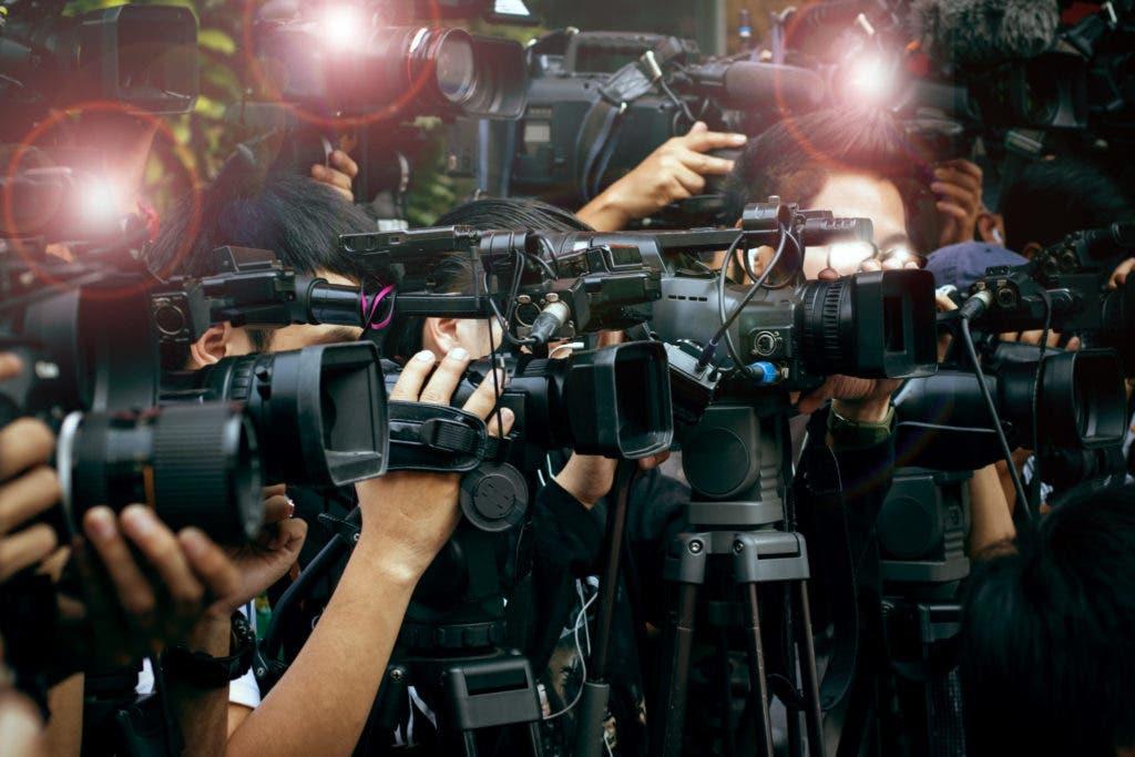 "Photo of عندما تصبح المناسبات الخاصة ""عامّة"".. فنانون يستدعون الصحافة لتغطية احتفالاتهم"
