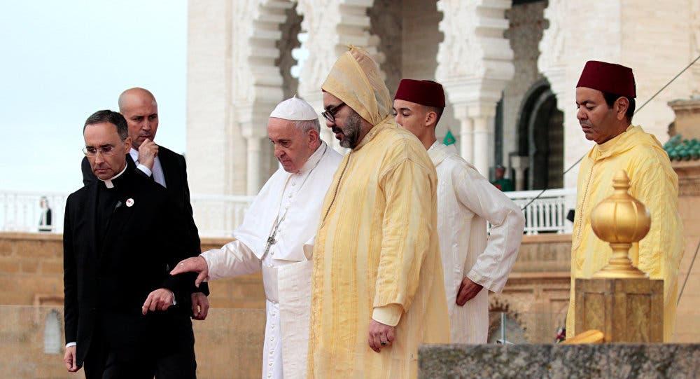 "Photo of خلال زيارة بابا الفاتيكان … واقعة تثير الغضب وتعليق من ""اتحاد العلماء"""