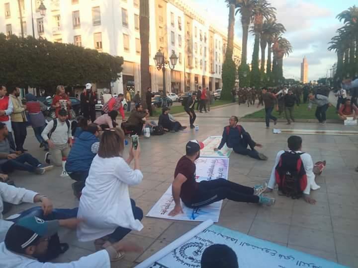 Photo of تفريق وقفة احتجاجية امام البرلمان والعثماني : رددنا على الاحتجاجات بالحوار والتنمية !!!