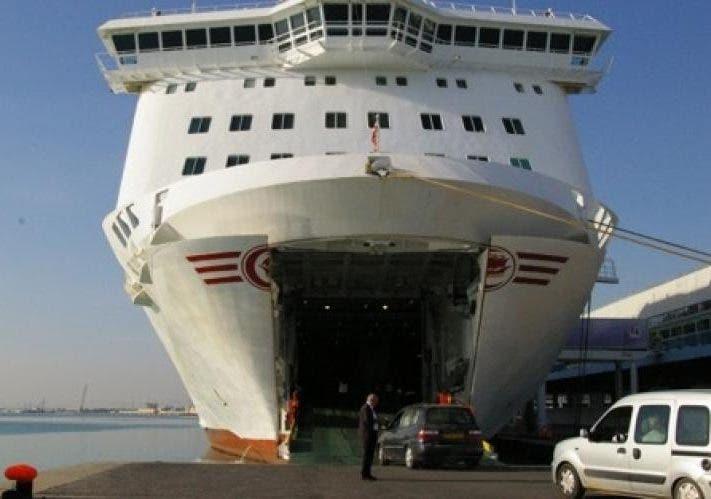 Photo of معـانـاة : ميناء طنجة المتوسط يفتقر إلى عربات جر الأمتعة (صور )