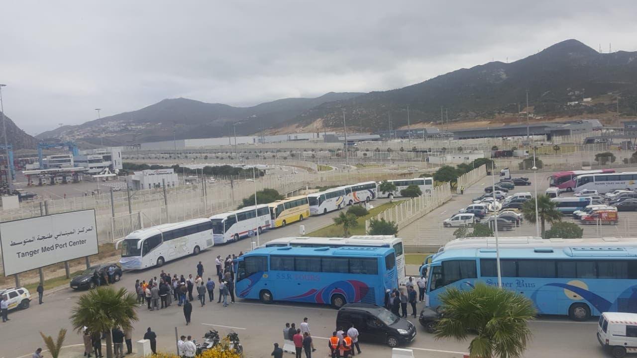 Photo of طنجة المتوسط: حافلات تشل حركة المسافرين وتدخل في إحتجاج مفتوح