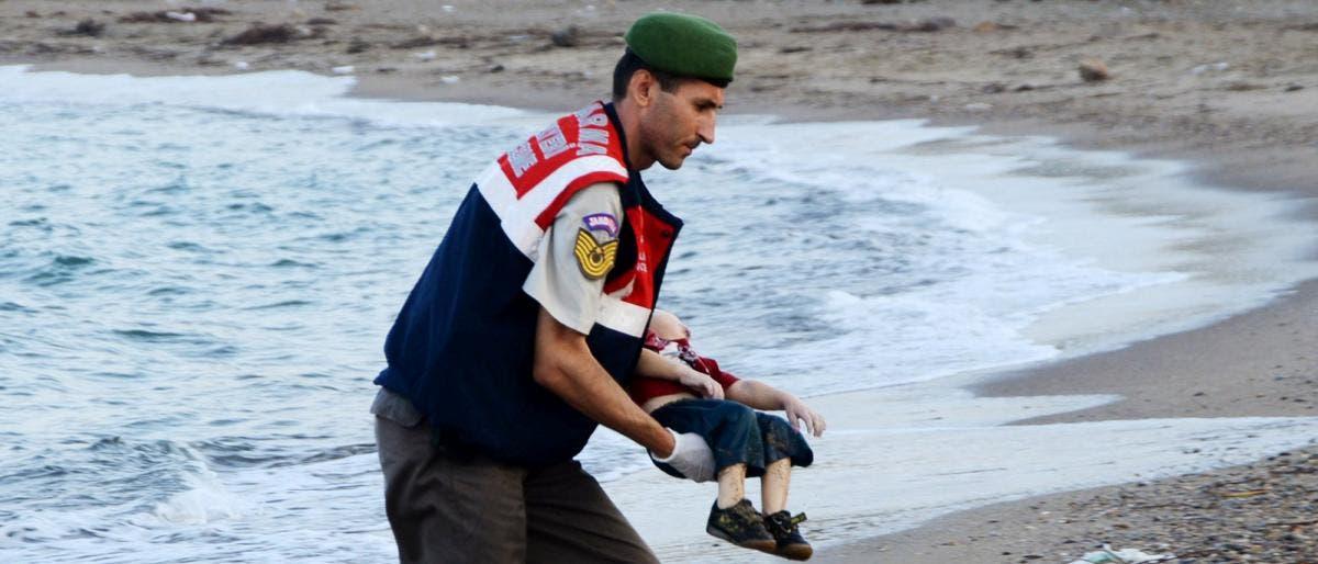 """Photo of عائلة الغريق السوري """"إيلان"""" ترفض إعادته للحياة"""