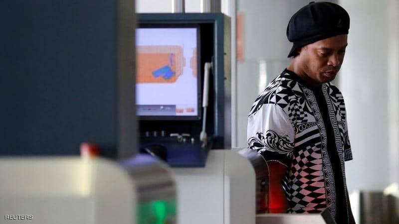 Photo of رونالدينيو في ورطة.. والسلطات تسحب جواز سفره
