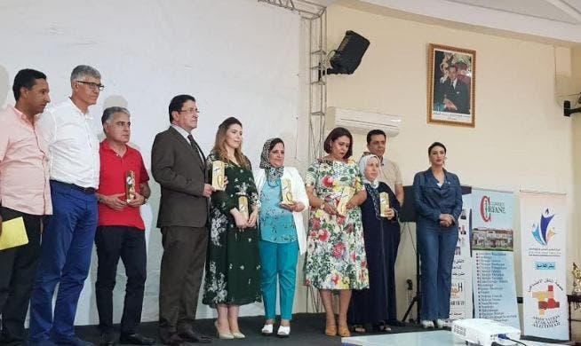 وجدة.. المركز المغربي للتواصل وحقوق الناس يكرم عدد من الفعاليات في جميع القطاعات - هبة بريس