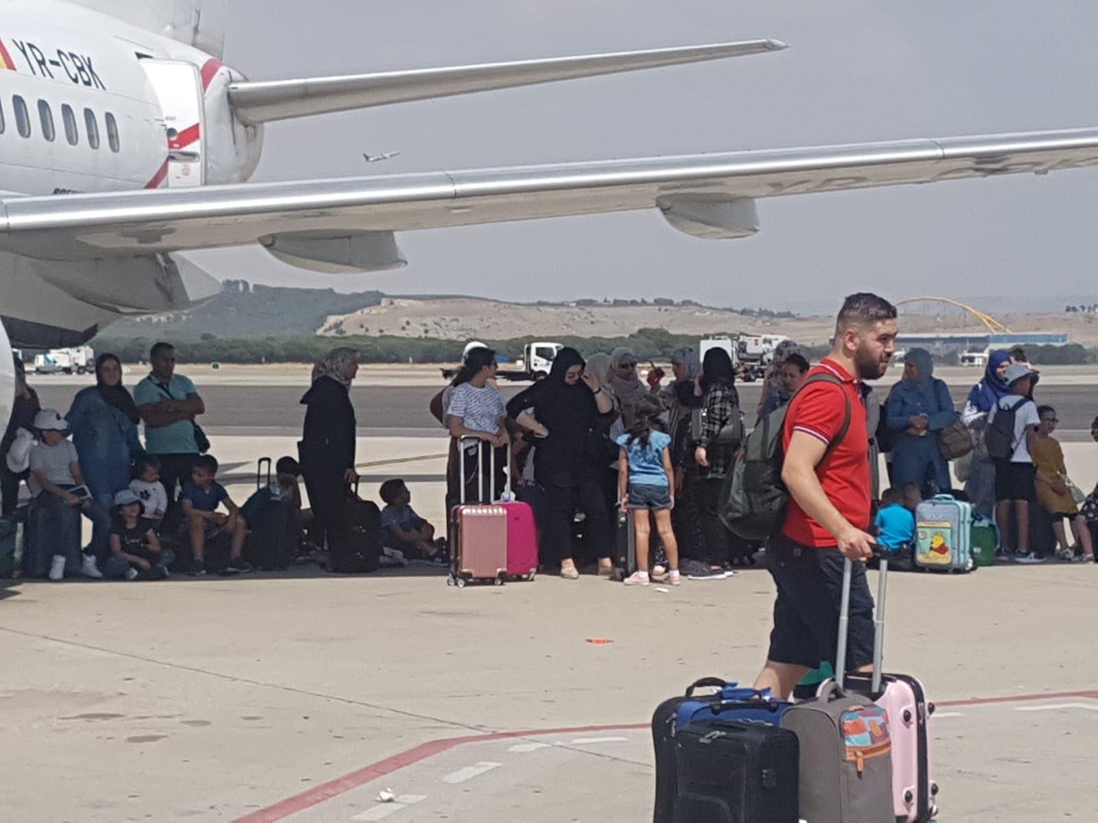Photo of عالقون مغاربة في مطار مدريد يناشدون وزارة الخارجية بالتدخل العاجل