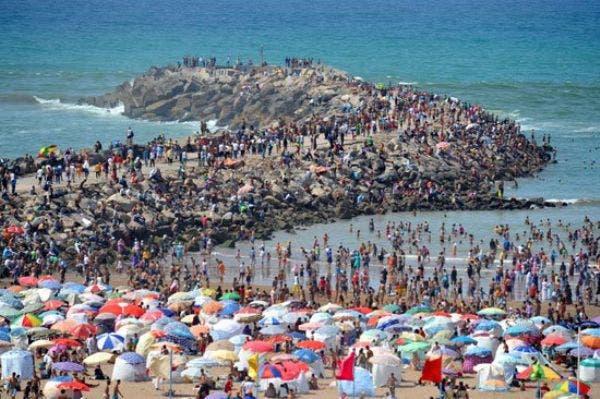 Photo of مصطافون مغاربة: كفى خياماً وقناني غاز على الشاطئ!