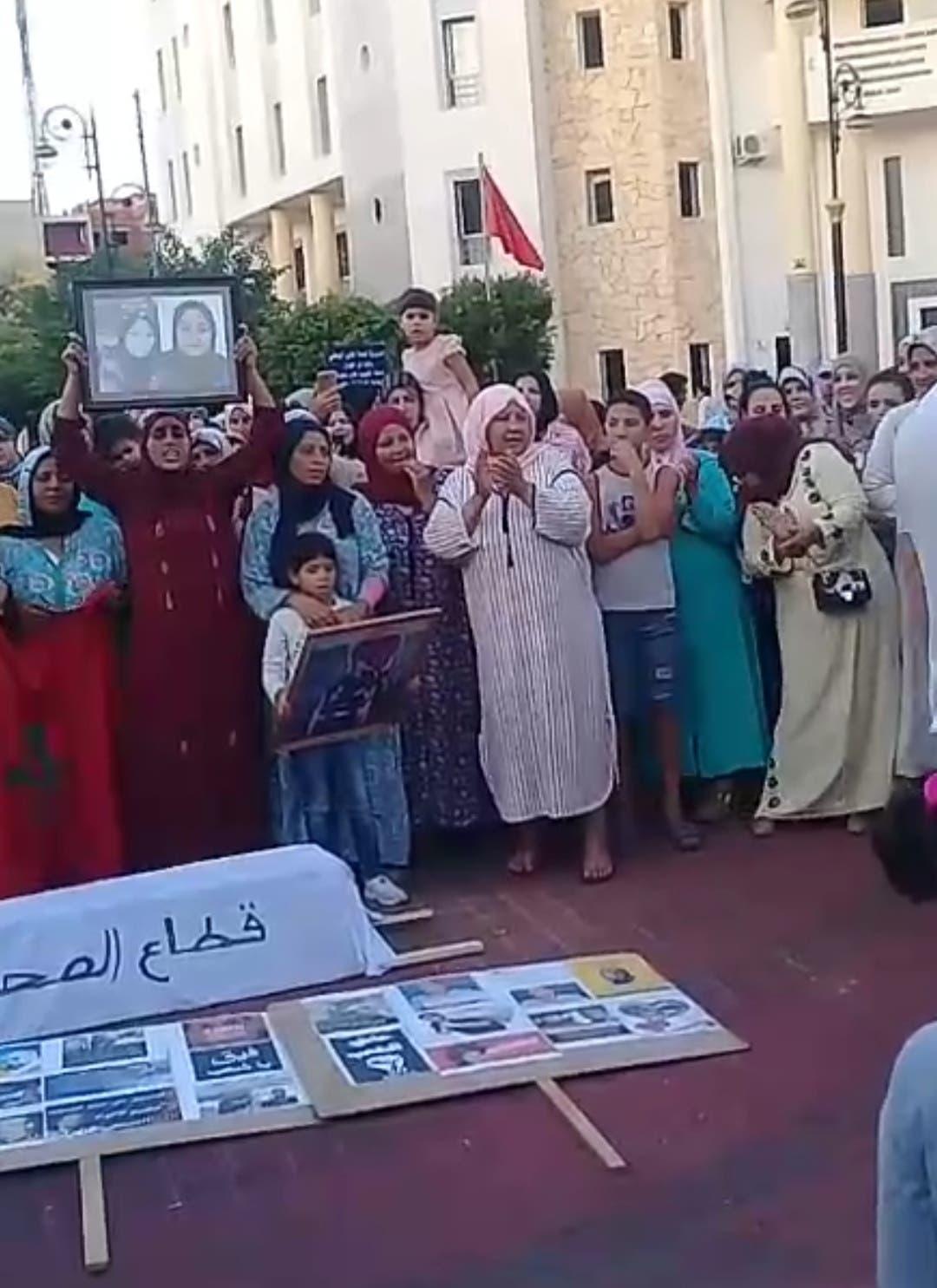 Photo of احتجاجات متواصلة بالقصر الكبير إثر وفاة حامل في عمر الزهور بمستشفى العرائش(صور)