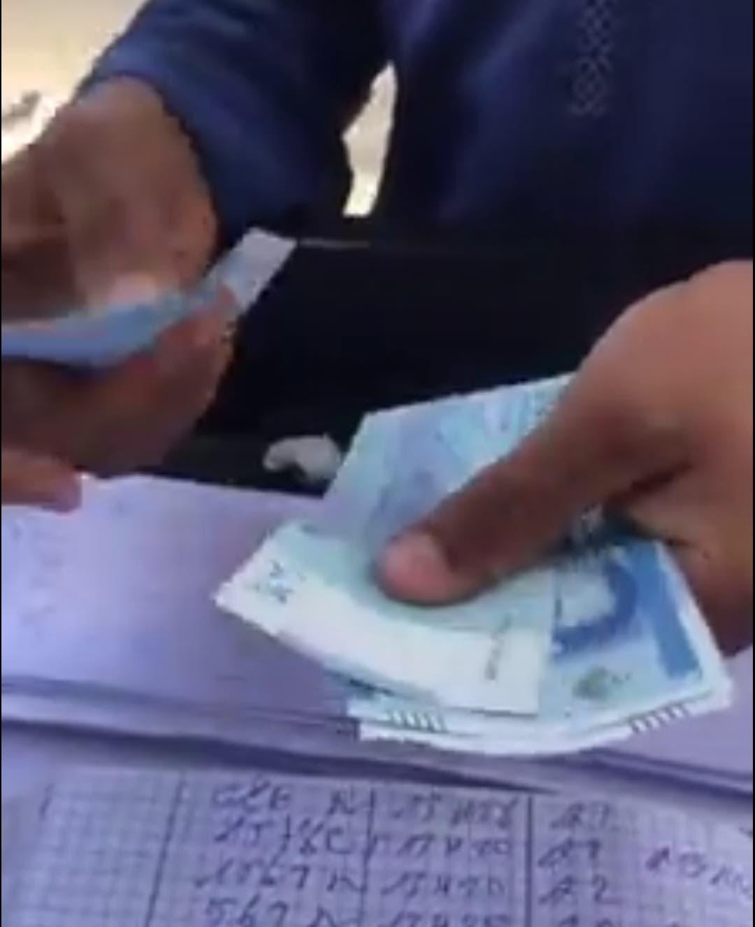 Photo of مطالب بمعاقبة مصور شريط فيديو استهزأ من رجل فقير