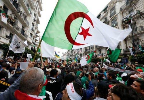 "Photo of للجمعة الـ 34.. الجزائريون يتظاهرون مجدّدا متحدّين ""مناخ القمع"""
